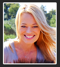 Jeri Ryan  on Pet Life Radio